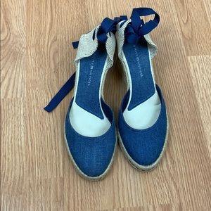 Tommy Hilfiger Navy sandals size 81/2 M